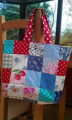 Patchwork bag in vintage fabrics, Fabric Crafts, Quilted Tote Bags, Patchwork Bags, Bag Quilt, Sacs Design, Bag Patterns To Sew, Denim Bag, Fabric Bags, Easy Sewing Projects, Vintage Fabrics