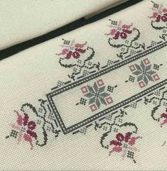 Tiny Cross Stitch, Simple Cross Stitch, Cross Stitch Borders, Cross Stitch Flowers, Cross Stitch Designs, Cross Stitch Patterns, Easy Cross, Pattern Floral, Embroidery Flowers Pattern