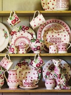 You may remember from the episode that George visited the Emma Bridgewater factory not far from the mill, to see a modern day version of the types of pottery our flint would have helped make. Nowadays, they don't reall use flint to make white pottery, but back in the day that would have been a crucial ingredient. http://www.emmabridgewater.co.uk/en/uk/page/home
