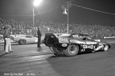 Don Prudhomme in the Butera built Snake III car on the line against the unpainted Mickey Thompson Grand Am with Dale Pulde driving, in the first round of the Last Drag Race at Lions