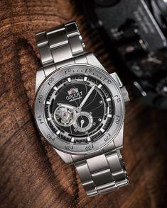 Orient rozpoczął działalność w 1950 roku jako niezależna firma. Uważana jest za jedną z najlepszych i... Orient Watch, 70th Anniversary, Watch Companies, Retro Futurism, Mechanical Watch, Watches For Men, Men Casual, Quality Watches, King