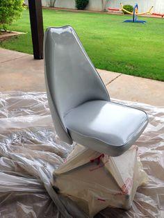 DIY Spraying Painting Vinyl - Juniper Home Vinyl Spray Paint, Spray Paint Chairs, Spray Paint Projects, Diy Projects, Painting Plastic, Spray Painting, Little Green Notebook, Chair Makeover, Diy Ideas