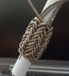 Type 1, 4 pass Pineapple Knot. 7 x 6 TH base.