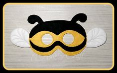 This listing is for ONE Bumble Bee Felt Mask of your choice  Fun for all kids from 3+.( 2nd picture is of my 22month Grandson with his new mask and he was so happy) -Childs Measures approximately 7 x 5 inches. -Adults Measures approximately 10x6 inches  -Made with two layers of eco felt, machine stitched and cut by hand. -Comes with 11 elastic attached.  Please note my current turn around time before purchasing and note the date needed by: in the Notes to Seller at checkout. I do ship abroad ... Mascaras Halloween, Halloween Masks, Bee Crafts For Kids, Book Day Costumes, Felt Mask, Fancy Dress Up, Animal Masks, Mask Party, Felt Animals