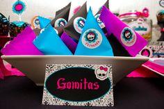 caramelos, dulces, gomitas, presentación para fiesta cumpleaños Candy Bar monster high