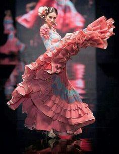 Flamenco Sanchez brings Lilli to see a famous dancer. Flamenco Dancers, Ballet Dancers, Flamenco Dresses, Flamenco Costume, Shall We Dance, Lets Dance, Spanish Dancer, Dance Paintings, Foto Fashion