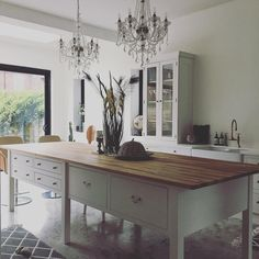 "Hannah Beaumont-Laurencia on Instagram: ""Home sweet home 🏡🏡🏡 . . . . . . . #kitchendesign #kitchenisland #openplanliving #openplankitchen #whitekitchen #kitchen #polishedconcrete"""