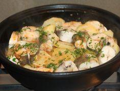 Merluciu cu cartofi in sos de usturoi - Fierbem totul impreuna inca 5 minute