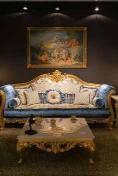 It's golden with ornate embellishments, upholstered in a beautiful silk: It's a baroque sofa. Or is it a Rococo style sofa? Both of these furniture styles Wardrobe Furniture, Deco Furniture, Furniture For You, Furniture Styles, Furniture Design, Salon Furniture, Louis Xiv, Sofa Design, Dressing Design