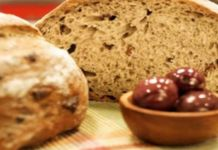 bread with olives dried tomatoes and feta cheese! Your Soul, Dried Tomatoes, In The Flesh, Bread Recipes, Holi, Feta, Banana Bread, Benefit, Muffin