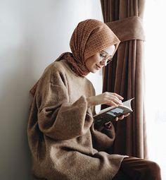 girl, hijab, and ﺭﻣﺰﻳﺎﺕ image Muslim Fashion, Modest Fashion, Fashion Outfits, Modern Hijab Fashion, Jeans Fashion, Fashion Rings, Hijab Style, Hijab Chic, Hijabi Girl