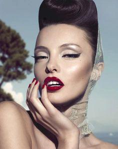 Les jolies lèvres rouges... #TheBeautyHours
