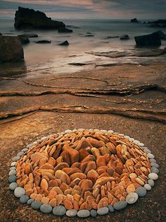 isdgibson: psychedelic-depression: Dietmar Voorworld is an artist who takes rocks, pebbles and leaves he finds in nature and turns them into memorable pieces of circular land art. Simply beautiful x Land Art, Art Environnemental, Art Et Nature, Instalation Art, Art Pierre, Nature Landscape, Environmental Art, Outdoor Art, Stone Art