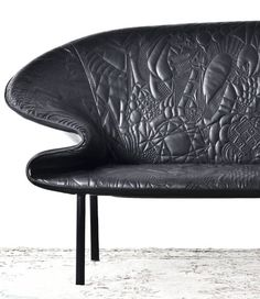 The three members of Front merged their actual doodles that they had drawn during design meetings to create the pattern of the Doodle Sofa for Moroso.