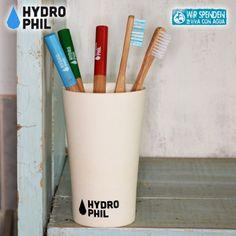 Der Bambusbecher von Hydrophil wird zu 100% aus Bambusfasern hergestellt und ist somit zu 100% biologisch abbaubar. Der Becher ist Spülmaschinen fest. Zahnputzbecher plastikfrei bei #die-besten-stoffwindeln.de