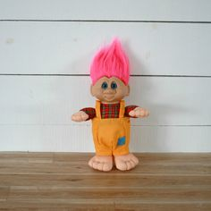 1992 Ganz trolls with pink hair and orange overall! Perfect for every trolls lover! Boutique Vintage, Troll Dolls, Vintage 70s, Pink Hair, Pastel, Etsy, Orange, Teddy Bear, Rosa Hair