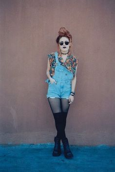 I love this... florals, overalls, round sunnys and black tights. <3 OMG the 90's
