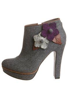 CAFèNOIR grey ankle boots