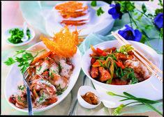 Oft braucht es nicht viel Chichi! Die Schwammerl werden mit Schalotten gedünstet, mit Gemüsesuppe aufgegossen, mit QimiQ Saucenbasis verfeinert und mit Salz und Pfeffer abgeschmeckt. Fertig ist die schnelle Sauce! Dank QimiQ Saucenbasis ist keine zusätzliche Stärke notwendig. Mit Putenschnitzel und Reis ein köstliches Mittagessen.