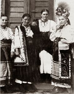 🇺🇦Bukovyna Ukraine, Hello all, In my last two postings I concentrated on the Bukovynian chemise. Today I will talk a bit about the overskirts of the Bukovyn. Folk Costume, Costumes, Film Dance, Ukrainian Dress, Court Dresses, Extraordinary People, European History, World Cultures, Vintage Pictures