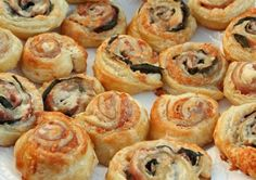 Food and Garden Dailies: Puff Pastry Pinwheels with Prosciutto and Manchego Cheese Manchego Cheese, Gruyere Cheese, Puff Pastry Pinwheels, Quiche, No Cook Appetizers, Catering Food, Catering Recipes, Puff Pastry Recipes, Tailgate Food