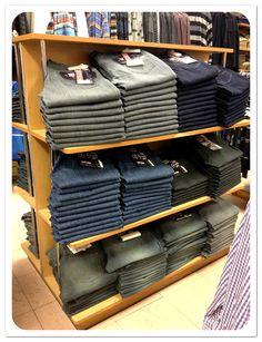 Un #Jeans nunca está de más, son ideales para para vestir un look semi-formal o más relajado #Caballeros 1er.Piso