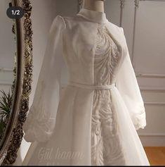 Classy Wedding Dress, Muslim Wedding Dresses, Evening Dresses For Weddings, Wedding Dress Sleeves, Long Bridesmaid Dresses, Bridal Dresses, Summer Fashion Outfits, Fashion Dresses, Pretty Dresses