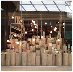 37 Trendy Ideas For Jewerly Shop Window Store Fronts Visual Merchandising Design Shop, Shop Front Design, Shop Interior Design, Retail Design, Retail Windows, Store Windows, Vitrine Design, Decoration Vitrine, Store Window Displays