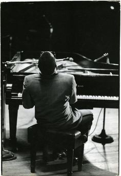 Ray Charles at Carnegie Hall, 1966. Photo by Bill Ray (who probably personally made this handprint).