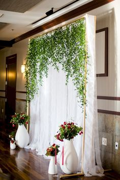 Awesome 92 Unique and Greenary Wedding Backdrop Ideas https://bitecloth.com/2017/10/18/92-unique-greenary-wedding-backdrop-ideas/ #weddingdecoration