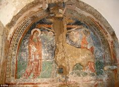 Incredible find: The fresco discovered in the small church of Sant'Anna, in Capri, Italy, by builders