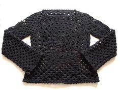 omⒶ KOPPA: MUSTⒶ kukkaneliöpaita Moda Crochet, Diy Crochet, Crochet Stitches, Crochet Hooks, Crochet Top, Crochet Designs, Crochet Patterns, Poncho, Crochet Cardigan
