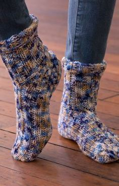 Easy knit socks function great on their own as slippers, or wear them with boots to stay extra-toasty. Multi-coloured yarn adds interest without extra work. Knitted Slippers, Slipper Socks, Crochet Slippers, Knit Or Crochet, Knitted Hats, Afghan Crochet, Loom Knitting, Knitting Socks, Knitting Patterns Free