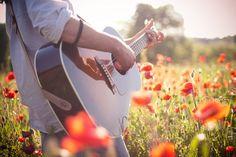 Imagem de guitar, flowers, and music