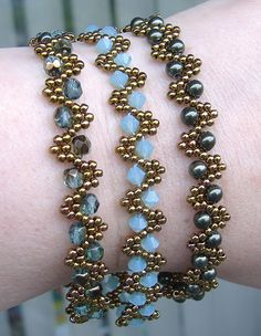 Bobble Bangles beaded pattern tutorial by Deb Roberti - DIY Schmuck Beaded Bracelets Tutorial, Beaded Bracelet Patterns, Seed Bead Bracelets, Seed Bead Jewelry, Bead Jewellery, Diy Jewelry, Jewelery, Beaded Necklace, Jewelry Making