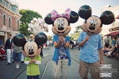 Disney photo idea - I love, love, LOVE this!!!  Makes me laugh whenever I see it.