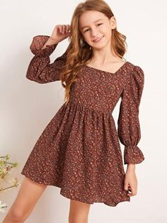 To find out about the Girls Bell Sleeve Ditsy Floral Print Dress at SHEIN, part of our latest Girls Dresses ready to shop online today! Teenage Girl Outfits, Girls Fashion Clothes, Little Girl Fashion, Teen Fashion Outfits, Cute Girl Dresses, Stylish Dresses For Girls, Little Girl Dresses, Frock Patterns, Baby Girl Dress Patterns