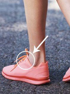 Jahrelang haben wir uns gefragt, wofür das zusätzliche Loch für Schnürsenkel an Sneakern eigentlich gut ist, machte es doch so wenig Sinn.