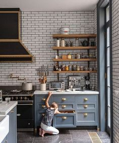 Marie Flanigan Interiors - Grout 101 Filling in the Gaps - How to select grout - Subway tiles with dark grout - Epoxy Vs. Cement - Dark Vs. Light - Sand Vs. Unsanded