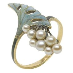 Rene Lalique art nouveau ring, enameled with pearls Pearl Jewelry, Jewelry Art, Jewelry Rings, Vintage Jewelry, Jewelry Accessories, Fine Jewelry, Jewelry Design, Pearl Ring, Silver Jewellery