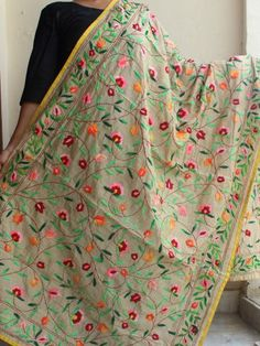 Phulkari Embroidery, Hand Embroidery Dress, Embroidered Lace Fabric, Embroidery Suits Design, Embroidery Works, Indian Embroidery, Phulkari Punjabi Suits, Salwar Suits, Womens Dress Suits
