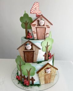 "Tatiana Barros Cake & Sweet on Instagram: ""3 porquinhos para Tetê… por @petiteeventos"" Barnyard Cake, Gingerbread, Cupcakes, Name Plaques, Nursery Rhymes, Children's Books, Fondant, Numbers, Boards"
