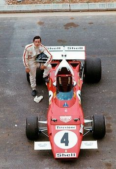 Historic - The Belgian race driver Jacky Ickx (Jacques Bernard Ickx) leaning his leg on a Ferrari 312 during a break in the French Grand Prix at Le Castellet in July Ferrari F1, Ferrari Scuderia, Ferrari Racing, F1 Racing, Real Racing, Grand Prix, Le Mans, Jochen Rindt, Course Automobile