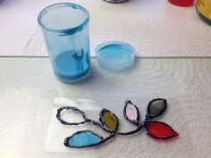 Disfruta Creando: Como Hacer Lacas Vitrales al Agua - Parte 1 - Sunglasses Case, Mixed Media, Gemstone Rings, Gemstones, Painted Bottles, Glass Bottles, Bud Vases, Recycled Tin Cans, Painting On Glass