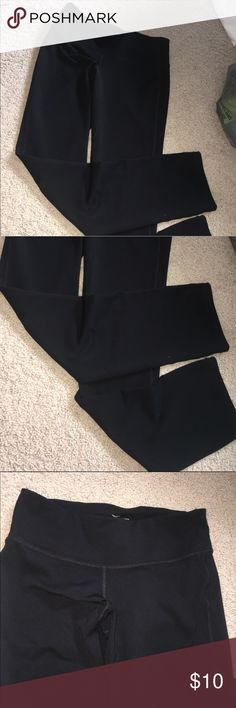 Old Navy active full length leggings These are full length workout leggings, not fitted at the ankle. Super cute and they fit a little bit light high waisted leggings. Never worn these. No flaws and the material is great! Flexible on price Pants Leggings