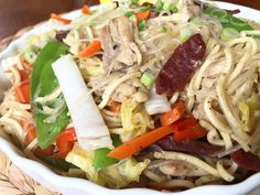 Pancit Bam-i - Chinesische Garnelennudeln Filipino Christmas Recipes, Filipino Recipes, Shrimp Noodles, Stir Fry Noodles, Noodle Recipes, Seafood Recipes, Filipino Noodles, Pancit Recipe, Chinese Sausage