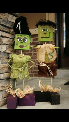 Wish to explore some interesting DIY Halloween decoration ideas? Check here for some inspiration. Explore rooms and yards decorated for Halloween for ideas. Halloween Prop, Halloween Wood Crafts, Fröhliches Halloween, Homemade Halloween Decorations, Adornos Halloween, Manualidades Halloween, Outdoor Halloween, Holidays Halloween, Holiday Crafts