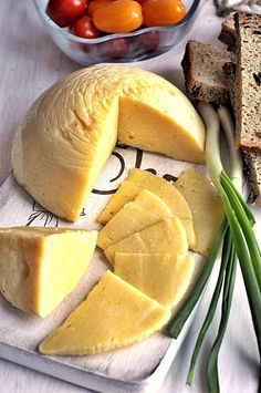 Domowy ser żółty Yummy Eats, Yummy Food, Crepes, My Favorite Food, Favorite Recipes, Czech Recipes, Homemade Cheese, Love Eat, Slow Food