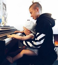 I think I just died cause this picture is so cute Love you Martinus💗💗💗 Forever❤❤❤ Cute Love, Love You, M Photos, Pictures, Cute Imagines, Good Daddy, Dream Boyfriend, Cute Twins, Boy Celebrities
