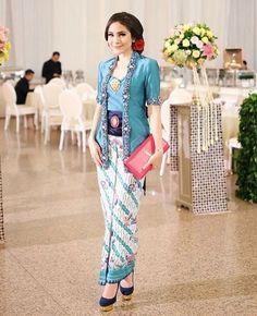 Leila Kebaya Nyonya in Pink FashionValet Kebaya